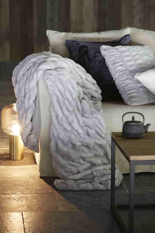 LINEN FLEURY - Plaid KALINA - 100% Polyester & suédine soft touch - 130 x 180cm - 135€ ©AKEO