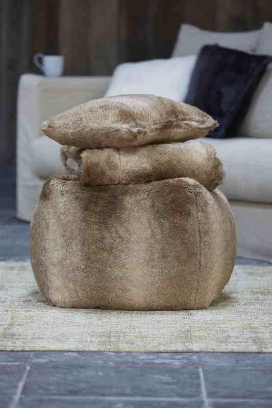 LINEN FLEURY - Pouf FELINA - fourrure d'imitation, garnissage en billes de polystyrène - 109€50 @AKEO