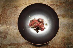 Wagyu barbecue, anguille fumée, citron verderelli confit, patate douce Par Ayumi Sugiyama pour Accents 24 rue Feydeau, 75002 Paris