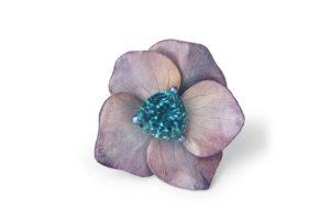 Boucheron - Bague Fleur Éternelle Hortensia avec des pétales naturels, Tourmaline Indicolite, Saphirs violet, titane