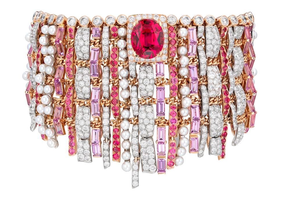 CHANEL Haute Joaillerie - Bracelet TWEED COUTURE en or rose, platine, saphirs roses, diamants, spinelles, serti d'un spinelle taille ovale de 6,72 carats.jpg