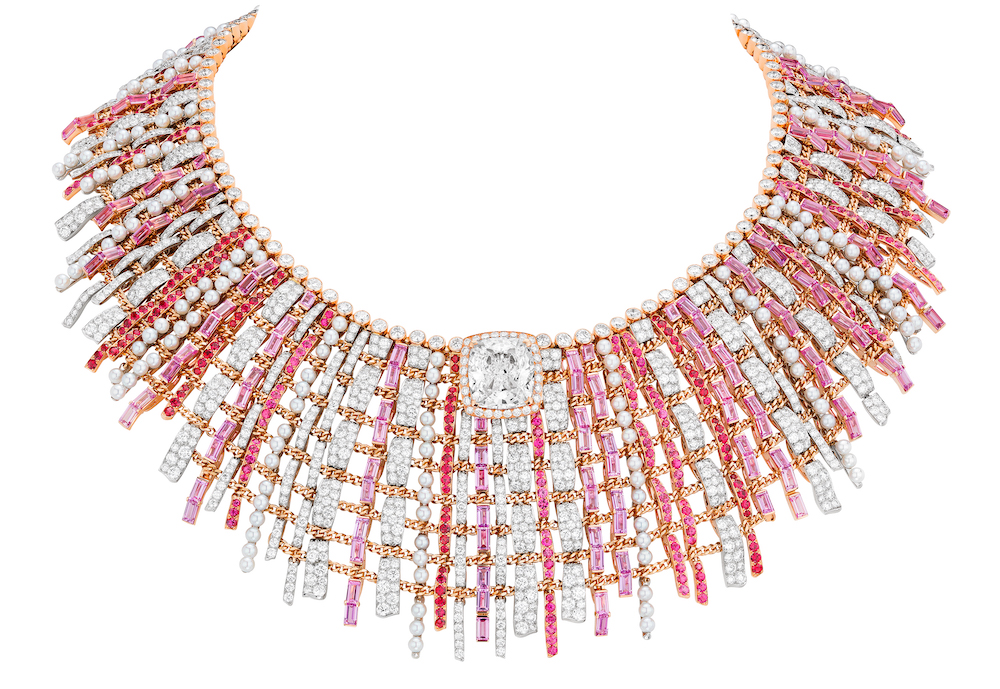 CHANEL Haute Joaillerie - Collier TWEED COUTURE or rose, platine, saphirs roses, spinelles, diamants, serti d'un diamant taille coussin de 10,20 carats