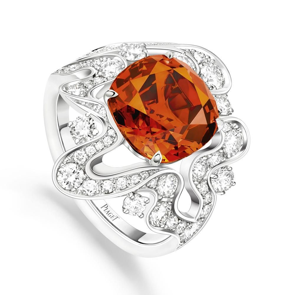 PIAGET Haute Joaillerie - Bague Irresistible Attraction -Grenat Mandarin, Diamants et Or Blanc